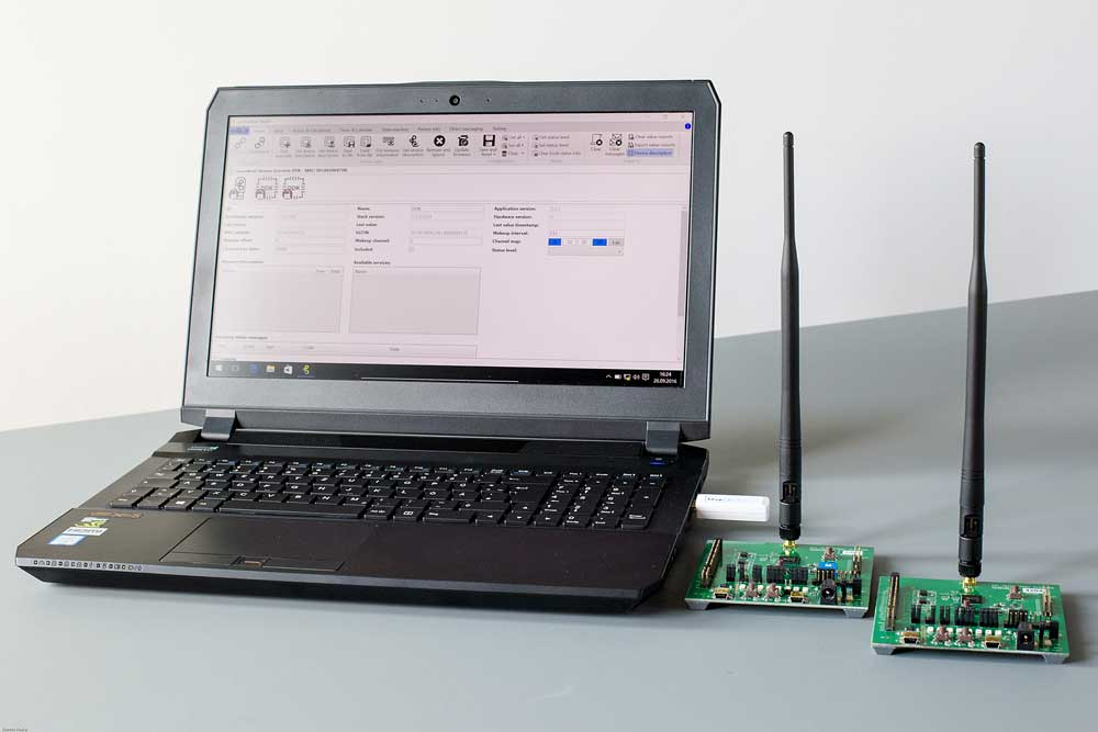 The Lemonbeat Device Development Kit contains two Developer Boards, USB-Dongle, all necessary Software and Documentation. No, not this Laptop. Photo: Dennis Knake/Lemonbeat GmbH